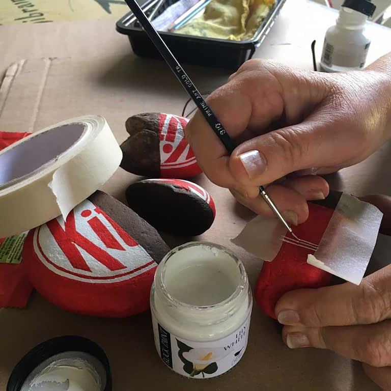 Painted Kit Kat rock tutorial step 9